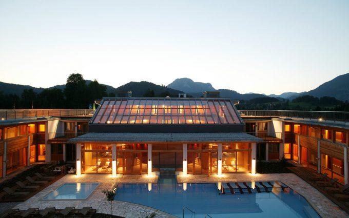 Das Villacher Bauunternehmen Nr. 1 für Ihr Projekt - Hotelanlage in Dämmerung