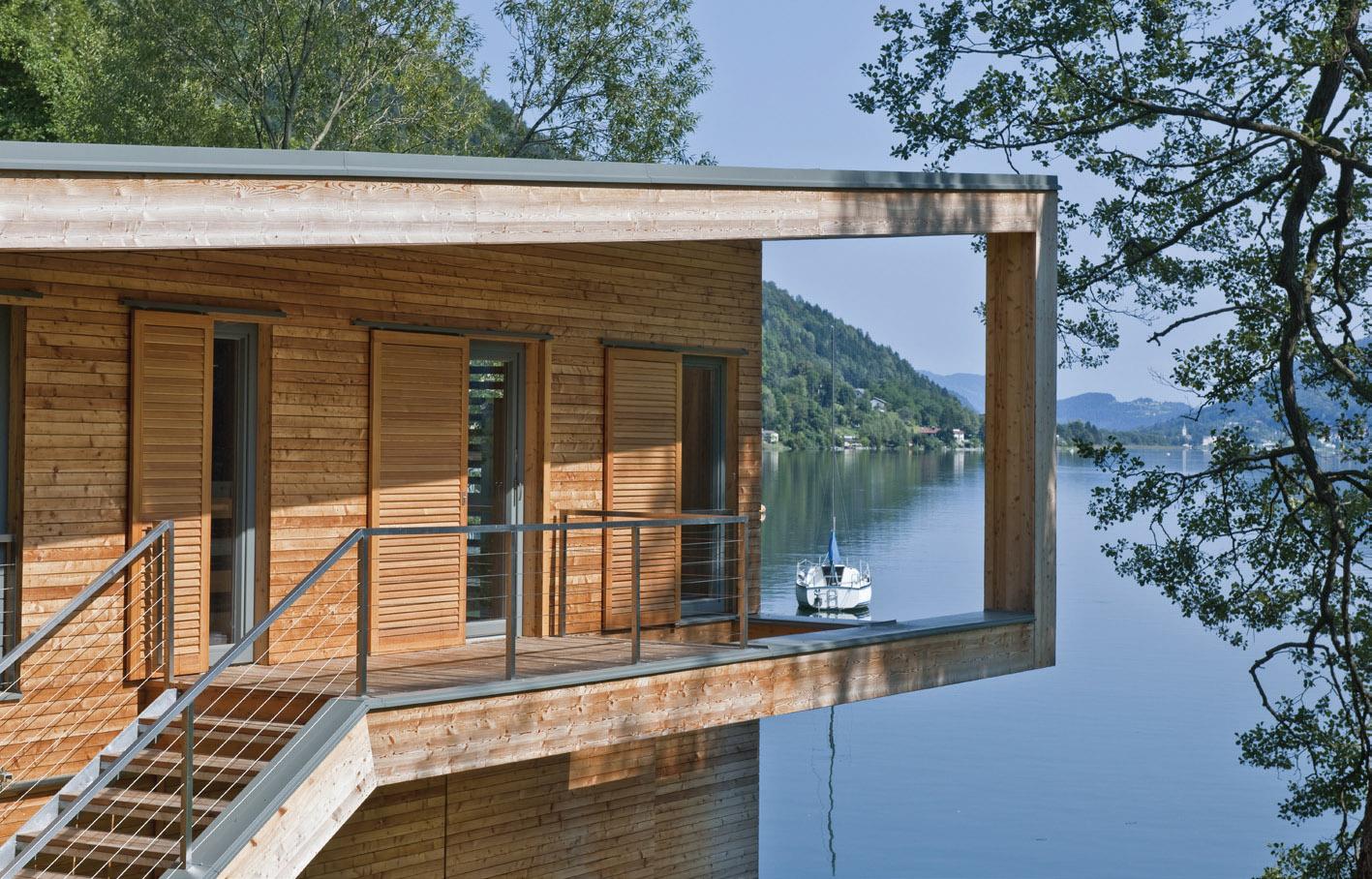 Willroider ist Ihr Spezialist bei Holzbau-Projekten - Holzterrasse am See