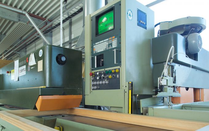 Modernste Maschinen sorgen für präzisen Abbund und Zuschnitt unserer Einzelteile