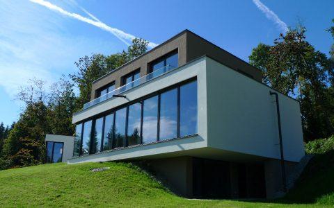 Stilvolle Glasfront beim Willroider Meisterhaus